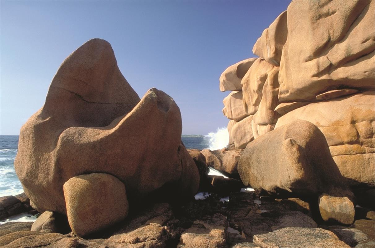La cote de granit rose tourisme tr beurden c tes d 39 armor for Camping perros guirec piscine
