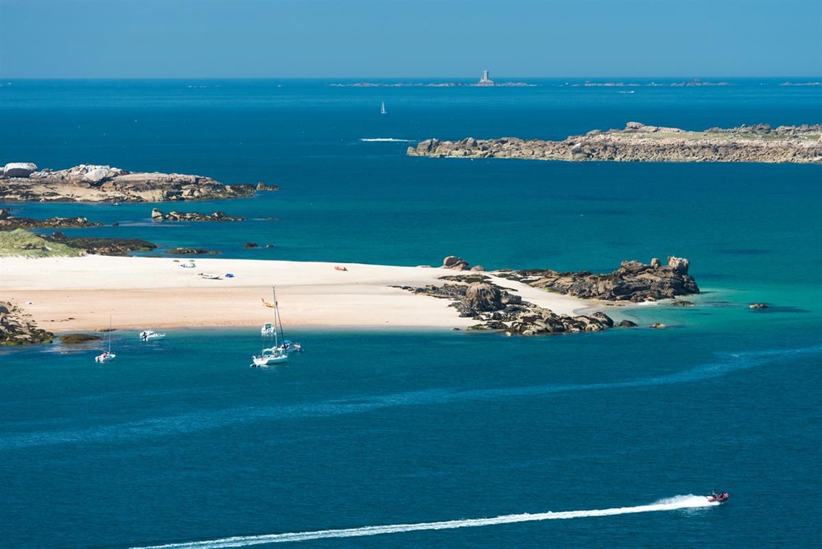 Plage et sports nautiques tourisme tr beurden c tes d - Office du tourisme perros guirec bretagne ...