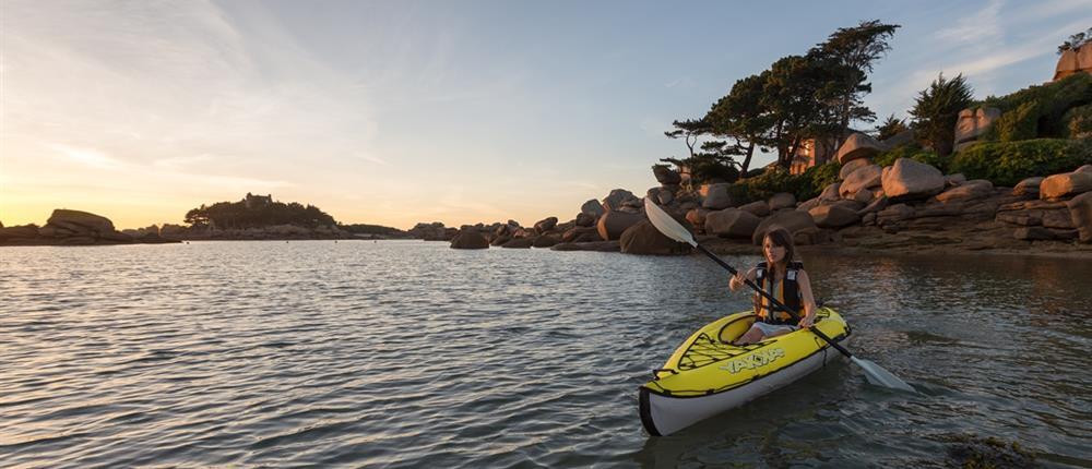 Plage et sports nautiques tourisme tr beurden c tes d for Camping cote de granit rose piscine couverte